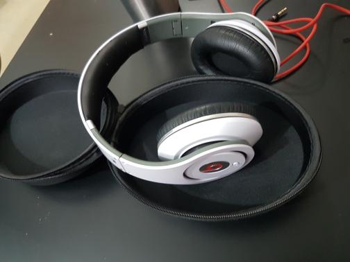 אוזניות-Beats-Studio-by-Dre - יד 2