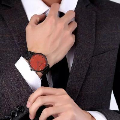 שעון-מקורי-של-חברת-GeekThink - יד 2