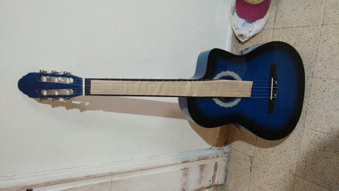 גיטרה.-בצבע-כחול-חדש - יד 2