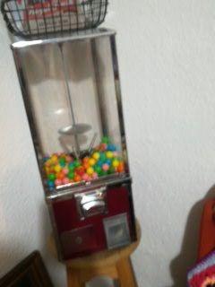 """מכונת-מסטיקים.--סוכריות.--מופעלת-ע""""י-מטבעות-5-שח - יד 2"""