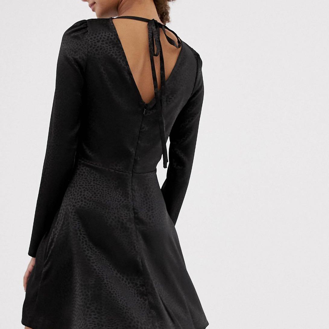 שימלה-שחורה-עם-מחשוף-בגב - יד 2