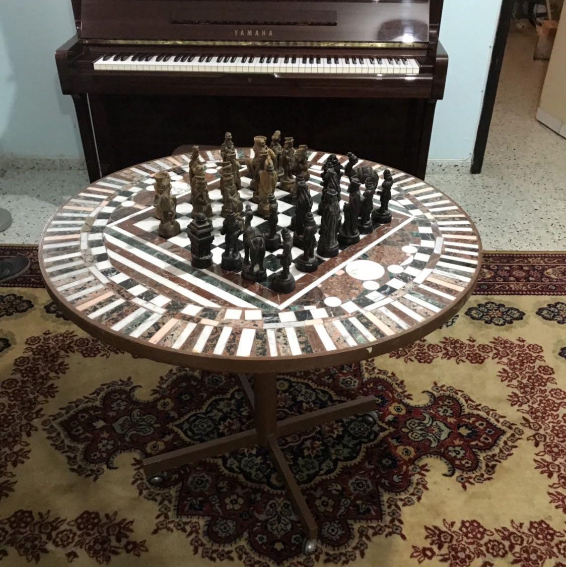שולחן-שחמט-משיש-משגע-עם-חיילים-מעץ-גדולים - יד 2