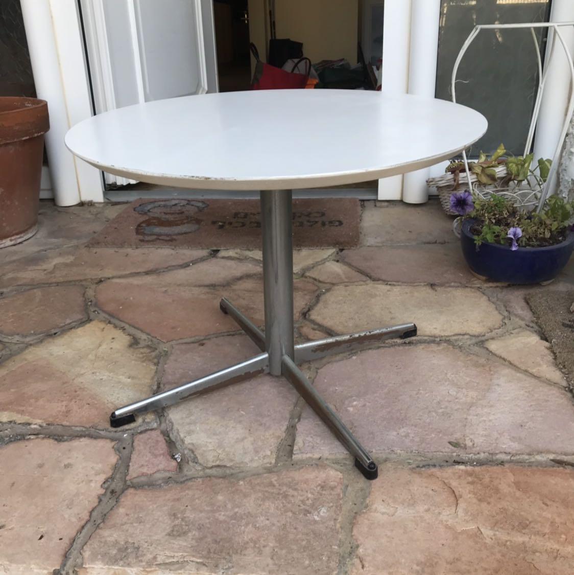 שולחן-עגול-נמוך-וינטג-יפהפה - יד 2