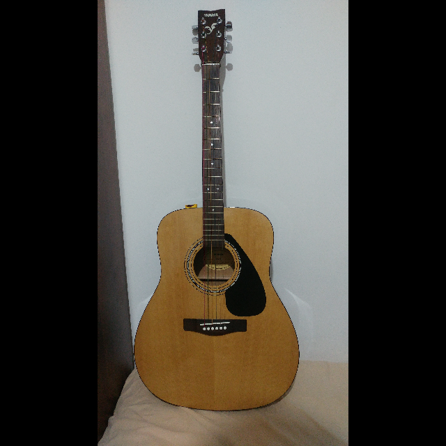 גיטרה-אקוסטית-במצב-מעולה-ושמורה-היטבנמכרת-עקב-חוסר-שימוש,-הגיטרה-מגיעה-עם-סט-מיתרים-צבעוני,-מחזיק-מפרטים-מודבק-לגיטרה+מפרטים-וקאפו - יד 2