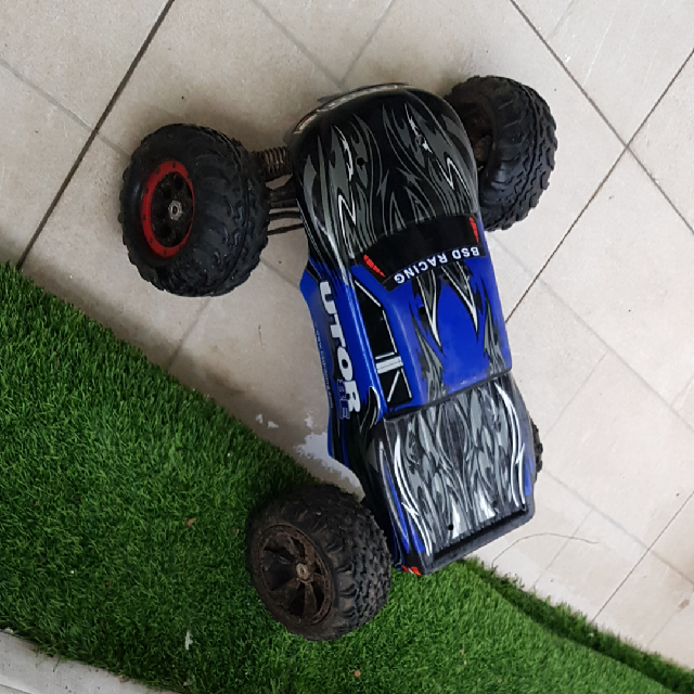 מכונית-על-שלט-4x4-UTOR-E8 - יד 2