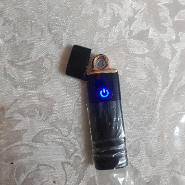 מצית-חדשה-נטענת-על-ידי-חיבור--USB - יד 2