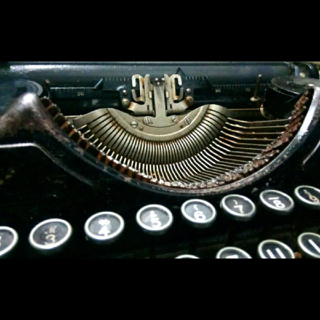 מכונת-כתיבה - יד 2