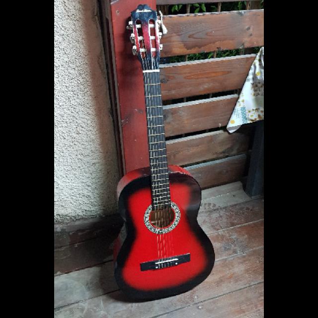 גיטרה-קלאסית-אדומה,-גמיש-במחיר - יד 2