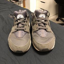 נעלי-נייק-מקוריות-מידה-33.5-נמכרות-עקב-מידה-קטנה - יד 2