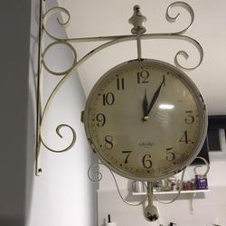 שעון-רכבת-כפרי-דו-צדדי