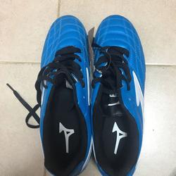 נעליי-כדורגל- - יד 2