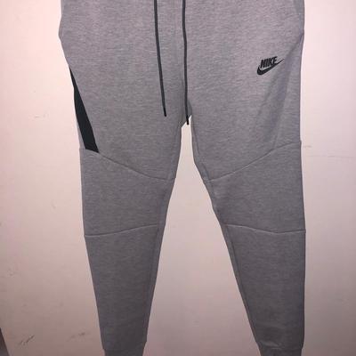 Nike-tech-fleece-נמכר-עקב-טעות-במידה-נקנה-בארה״במכנס-נייק