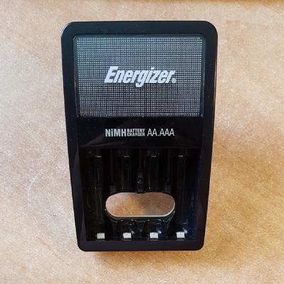 מטען-סוללות-של-Energizer - יד 2