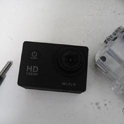 מצלמת-אקסטרים-מגיעה-עם-קייס-אטום-למים-חיבור-לקסדה-וקסדה - יד 2