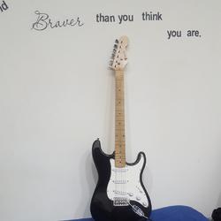 גיטרה-חשמלית(dragon)-כולל-תיק-עם-כבל-ומעמד-לגיטרה