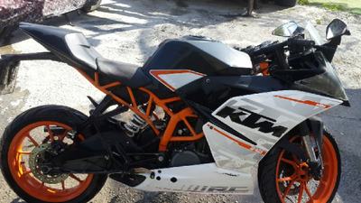 אופנוע-שחור-של-חברת-K.M.T-יד-שניה